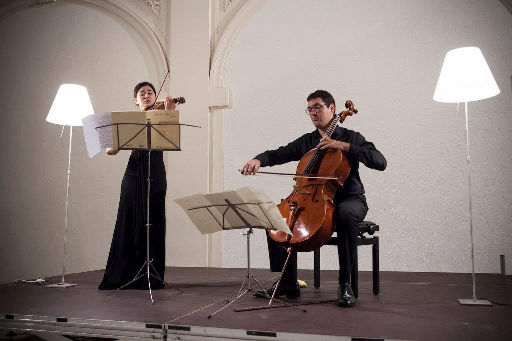 La violoniste Eun-Joo Lee (Corée du Sud) et le violoncelliste Ferran Albrich (Espagne)