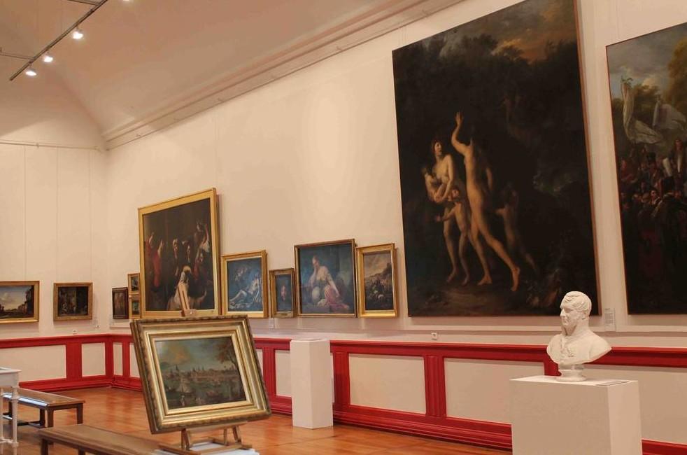 Une salle du musée des beaux-arts et d'archéologie de Libourne