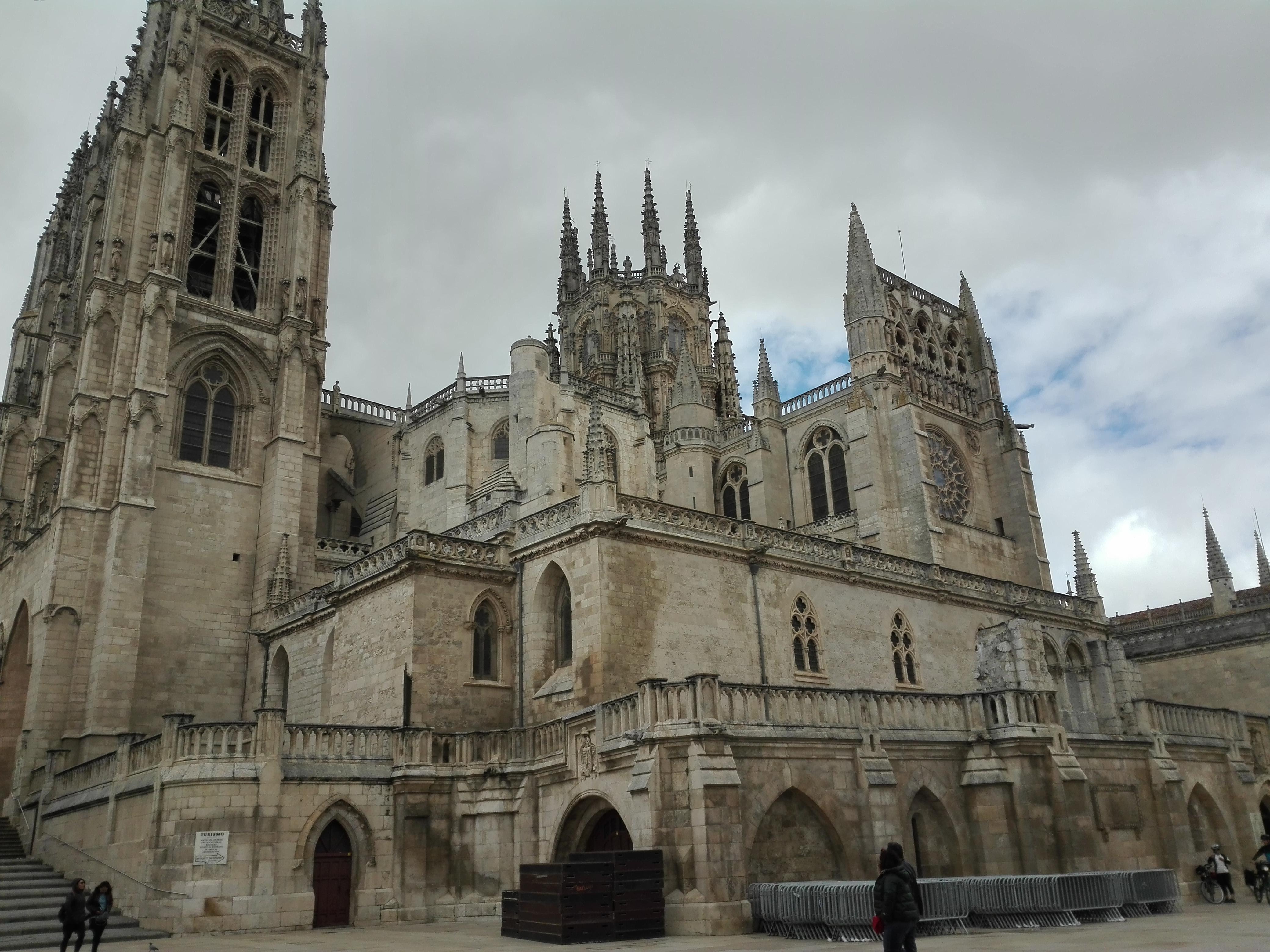Cathedrale ensemble 2 Vue extérieure